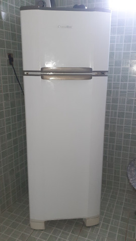 Vendo uma geladeira duplex Esmaltec