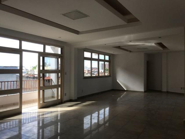Excelente apartamento amplo,varanda, dependência completa - Foto 3
