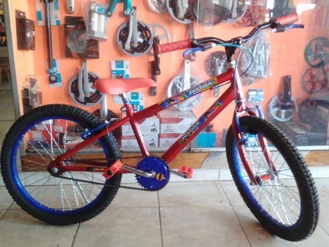 Bicicleta aro 20 Masculina c/ Adesivo da Liga da Justiça - Foto 4