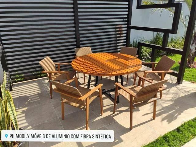 Jogo de mesa com 6 cadeiras de madeira com fibra sintética