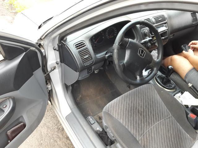 Vendo honda Civic ar gelando manual cópia de chave funciona tudo - Foto 2