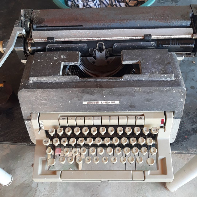 Máquina de escrever funcionando  - Foto 3