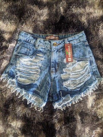 Shorts jeans cintura alta hot pants destroied rasgado - Foto 3