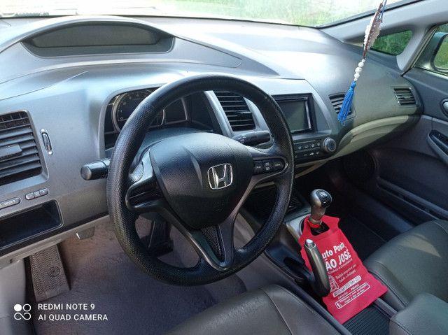 Vendo ou troco Honda Civic meu carro é bem conservado só pega e anda.. - Foto 2