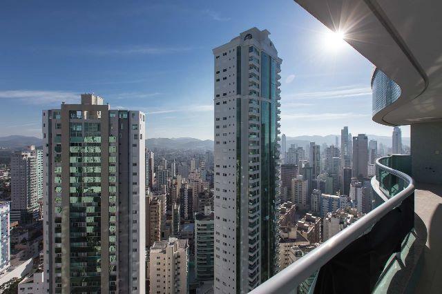 Imóvel fantástico, alto padrão, semi mobiliado, com 3 suítes na Avenida Brasil