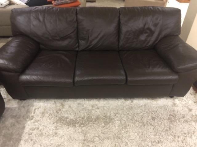 Sofa de couro marrom