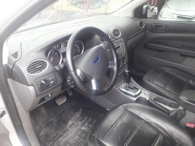 Oportunidade!!!! Focus Hatch 2.0. ano13 automático com GNV!! - Foto 3