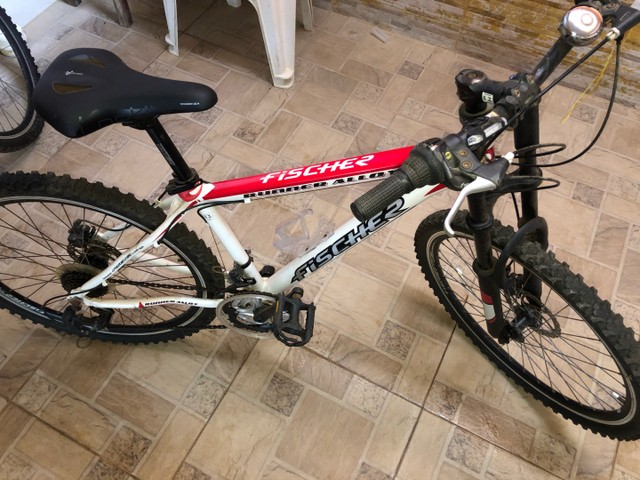 Vendo 2 bicicletas alumínio Aro 26, 18 marchas - Foto 5