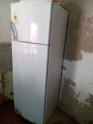 Vendo uma geladeira funcionando perfeitamente - Foto 2