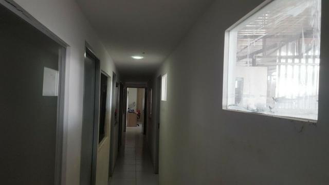 CÓD.:000-894 Excelente galpão escriturado medindo 800 m², na Av. Contorno R$ 1,5 - Foto 2