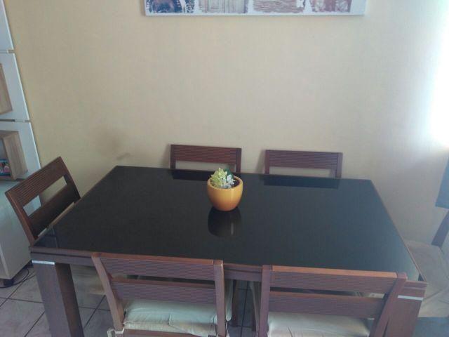 Mesa com 6 cadeiras + Aparador
