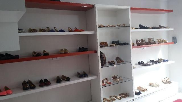 Móveis de Loja: Calçados e Roupa