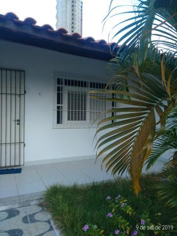 Vendo bela casa localizada em Ponta Negra