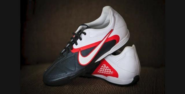3286683f4d Chuteira Society Nike CTR360 Enganche II Campo Preta Branca E Laranja