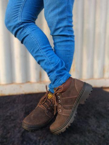 Botas masculinas em couro