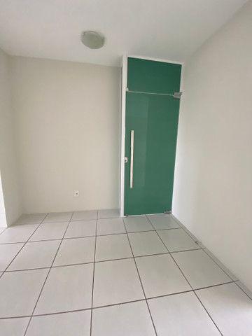 Alugo apartamento 3 quartos mais dependência - Foto 2