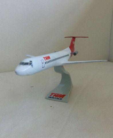 Maquete do Fokker 100 TAM