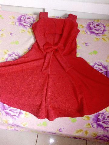Vende se um vestido vermelho com bojo e laço atrás  - Foto 2