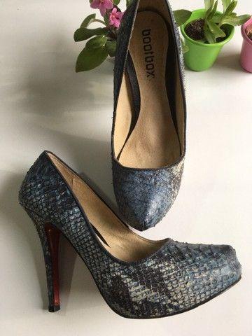 Sapato salto azul couro legítimo - Foto 2