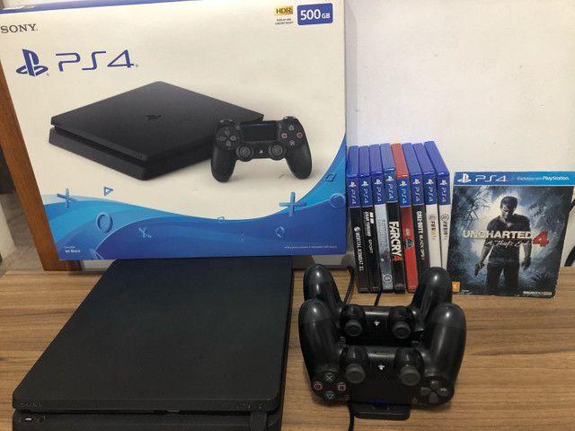 Vendo PS4 - Muito NOVO com 2 controles originais e 8 jogos (físicos) - Foto 2