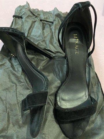 Sandália de veludo preta - Foto 2