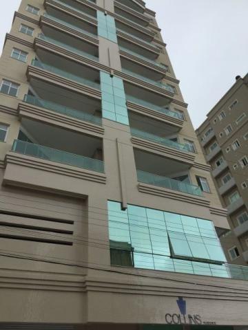 Apartamento 3 suítes em Meia Praia