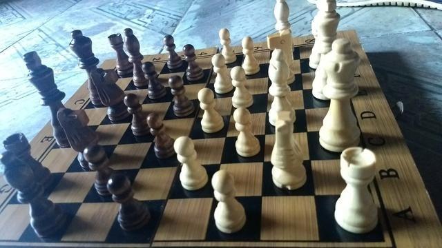 Resultado de imagem para xadrez dama madeira