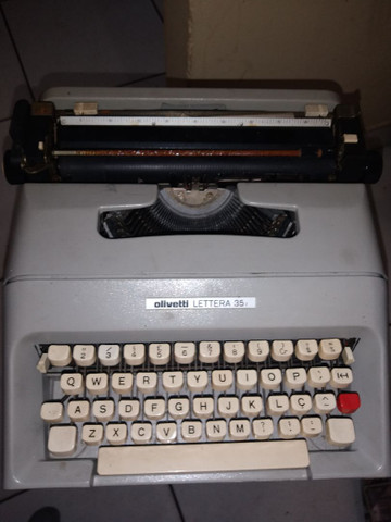 Máquina de escrever Olivetti lettera 35
