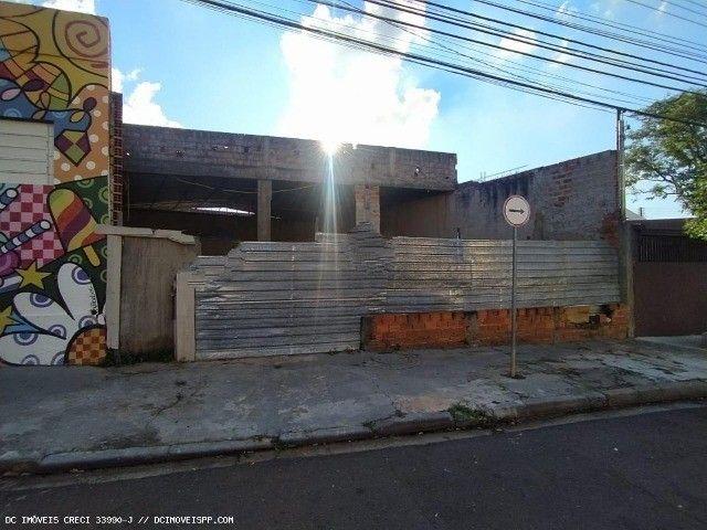 Barracão localizado na rua 12 de Outubro