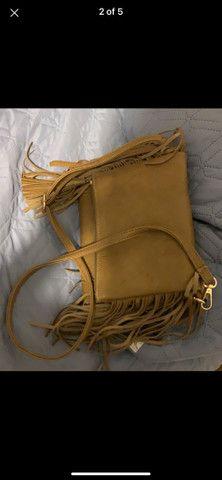 Bolsa marrom de couro fake com franja  - Foto 2
