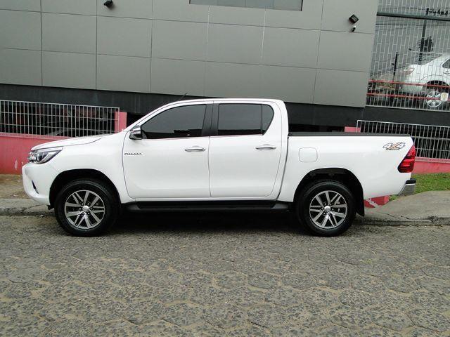 Toyota Hilux SRX 16/16