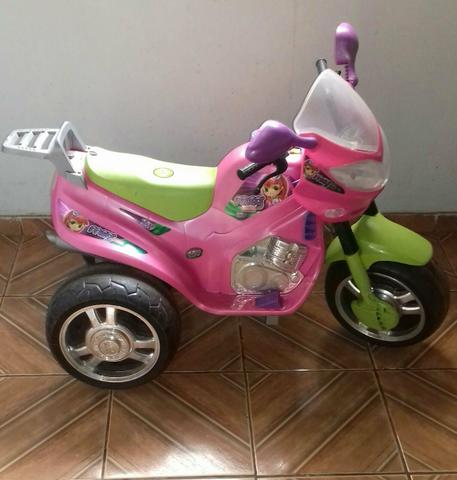 Moto elétrica pra criança semi nova