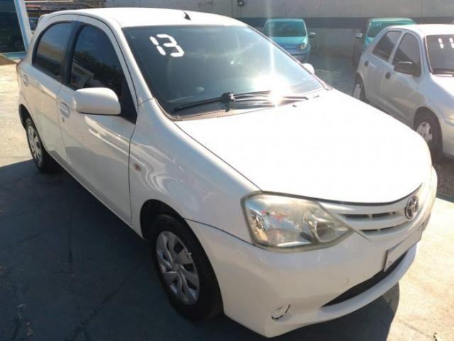 Toyota etios hatch 2013 1.3 xs 16v flex 4p manual - Foto 2