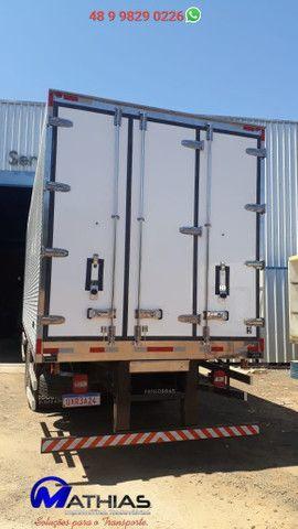 Bau refrigerado caminhoes bi truck 16 paletes Mathias Implementos - Foto 5