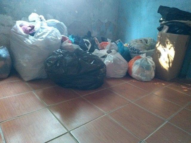 Lote roupas e calçados - Foto 2