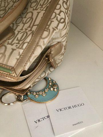 Bolsa Victor Hugo Original com chaveiro  - Foto 6