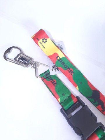 Cordão chaveiro chronic com abridor de garrafas - Foto 2