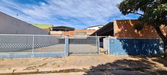 Alugo ou vendo- Barracão com pátio grande, no Jd. Novo Bongiovani em P. Prudente- SP
