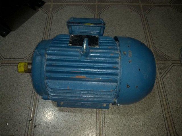 Motor Eletrico Trifasico De Gaiola 5cv 2 Polos 220/380V Weg