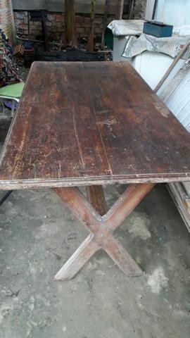 Vende se um mesa desmontável pra 6 lugares valor 250.00