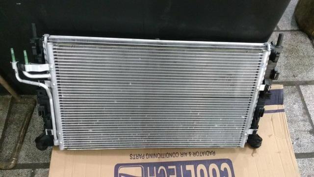 Conjunto radiador, eletroventilador e condensador.