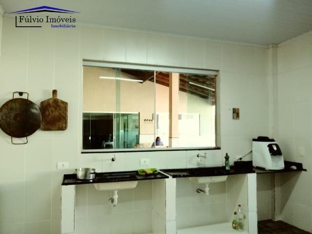 Maravilhosa em condomínio fechado, 1.200m² de terreno, área de lazer e salão de festas - Foto 11