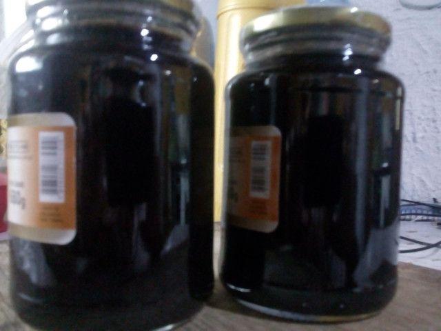 Geleias de amoras silvestres e doces variados em compotas