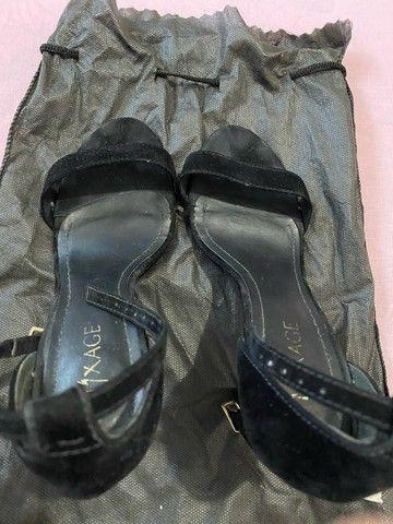 Sandália de veludo preta - Foto 4