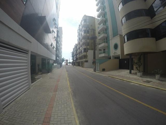 Lindo apartamento colado no mar de Meia Praia, 3 quartos - Foto 3