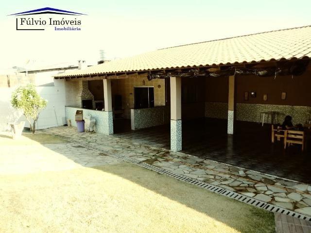 Maravilhosa em condomínio fechado, 1.200m² de terreno, área de lazer e salão de festas - Foto 13