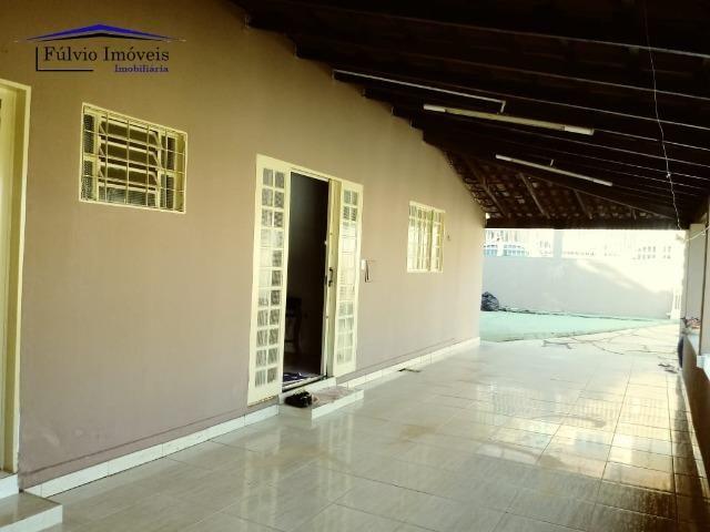 Maravilhosa em condomínio fechado, 1.200m² de terreno, área de lazer e salão de festas - Foto 2