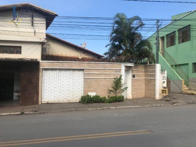 Casa com 3 dormitórios para alugar, 250 m² por R$ 3.000,00/mês - Centro - Montes Claros/MG