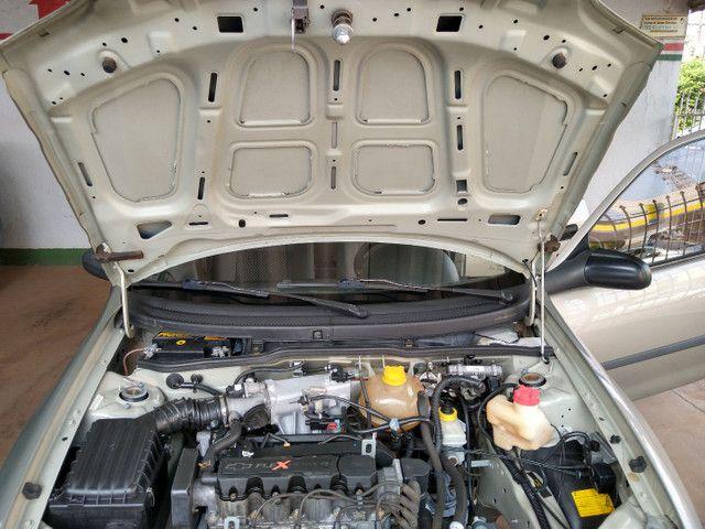 GM Corsa - Foto 13