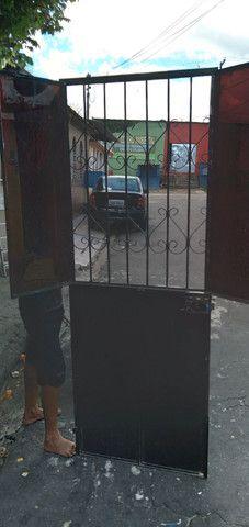 Portão de ferro  com fechadura é chave fazemos  entrega  - Foto 2